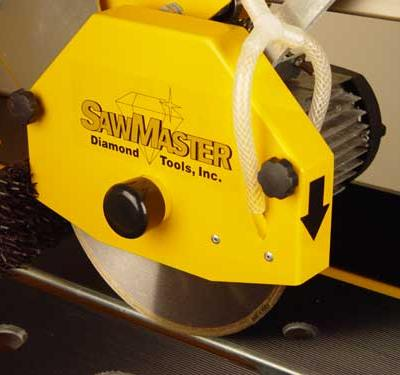 Brushes mounted inside the blade guard ensure that the water is properly distributed over the entire blade surface for better cooling and a longer diamond blade service life.