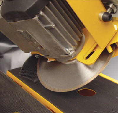 The rail and cutting head can be tilted 45° to perform quick and easy miter cuts without the aid of additional tools.