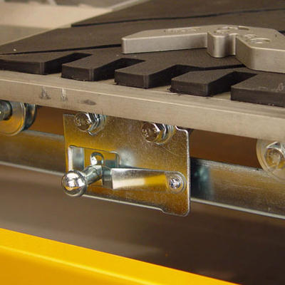 The cutting table is equipped with a spring lock to secure the cutting table when transporting the saw in between job sites.