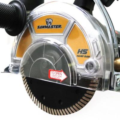 Removable outer guard for efficient dust removal when a vacuum is attached.