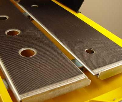The easily removable cutting table is covered with an anti-skid rubber coating, which allows the material being cut to sit still on the table while the cutting head is pulled through it.