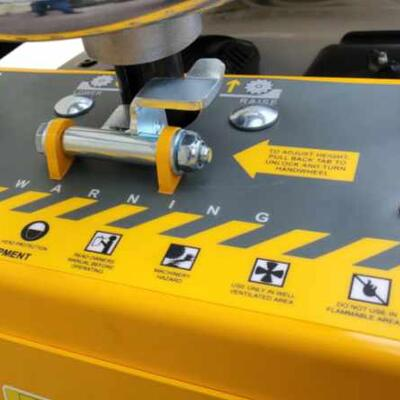 STRAIGHT FORWARD CONTROLS THAT ARE VERY FAMILIAR IN THE INDUSTRY YET ARE EASY TO UNDERSTAND FOR FIRST TIME OPERATORS.